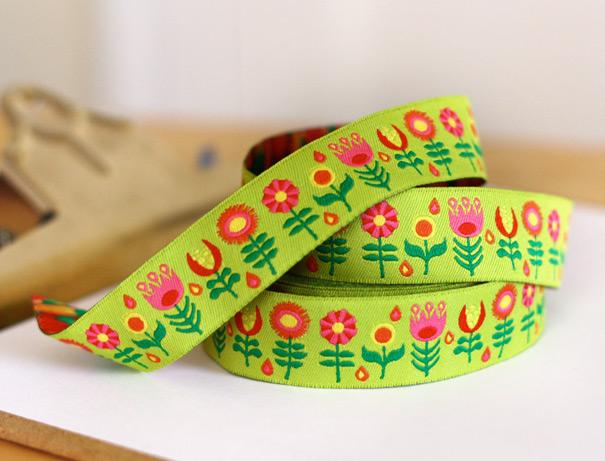 Retro flower ribbon